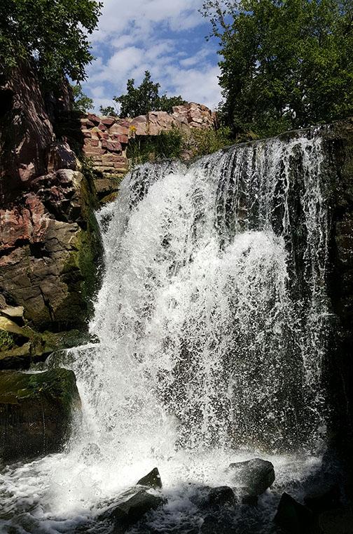 pipestone_waterfall.jpg